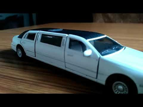 1999 Lincoln town car Stretch Limousine photoshoot ( kinsmart 1:36 scale model )