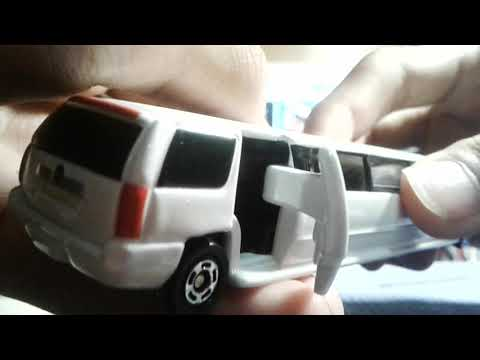Tomica No.136 Cadillac Escalade (Limousine version)
